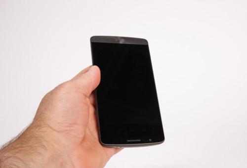 فروشگاه اینترنتی گوشی شاپ   موبایل - الجی جی 3   LG G3 - 16GBدوربین دوم، سنسورهای مجاورت و کنترل نور و اسپیکر مکالمه در بالای صفحه نمایش قرار دارند و در پایین آن نیز به غیر از لوگوی LG خبری از کلید های سخت افزاری ...